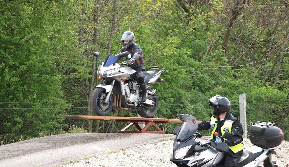 motoros vezetéstechnikai képzés